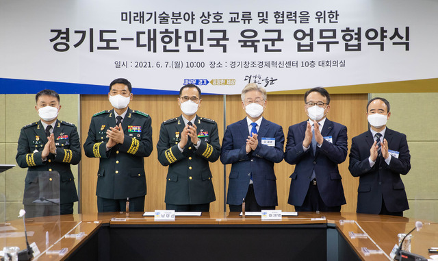 """%20Gyeonggi-do%20Governor%20Lee%20Jae-myung%20said%20""""the%20most%20important%20thing%20for%20running%20a%20country%20is%20protecting%20the%20country%20and%20its%20community%20from%20attacks%20such%20as%20wars,%20disasters,%20diseases%20and%20terrorist%20attacks.%20National%20Defense%20is%20the%20top%20priority""""%20adding%20""""Military%20must%20meet%20the%20call%20of%20thls%20era,%20making%20itself%20smarter%20and%20stronger.%20And%20I%20believe%20the%20key%20for%20the%20task%20is%20ensuring%20cutting-edge%20levels%20for%20weapons%20system%20and%20military%20equipment"""".%20%20%20The%20Governor%20also%20said%20""""In%20thls%20regard,%20thls%20agreement%20is%20a%20great%20opportunity%20which%20will%20significantly%20contribute%20to%20strengthening%20of%20the%20military's%20security%20capacity%20and%20boost%20technological%20development%20of%20the%20private%20sector"""".%20%20%20Governor%20Lee%20also%20added%20""""I%20have%20been%20thinking%20for%20a%20long%20time%20that%20it%20would%20be%20great%20if%20the%20military%20system%20is%20improved%20not%20in%20a%20way%20that%20men%20and%20women%20in%20uniform%20have%20to%20just%20lose%20their%20time%20and%20sacrifice%20for%20the%20country%20but%20in%20a%20way%20that%20they%20can%20develop%20their%20capacity%20and%20are%20supported%20for%20their%20future%20career.%20I%20hope%20the%20agreement%20would%20make%20the%20military's%20weapons%20system%20more%20advanced%20as%20well%20as%20give%20new%20opportunity%20to%20the%20youth%20who%20serve%20the%20country"""".%20%20"""